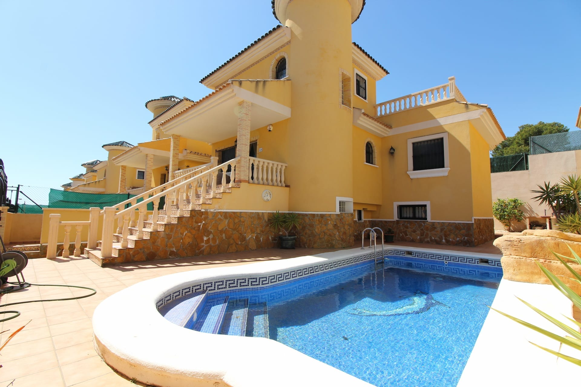 Bargain villa for sale reduced
